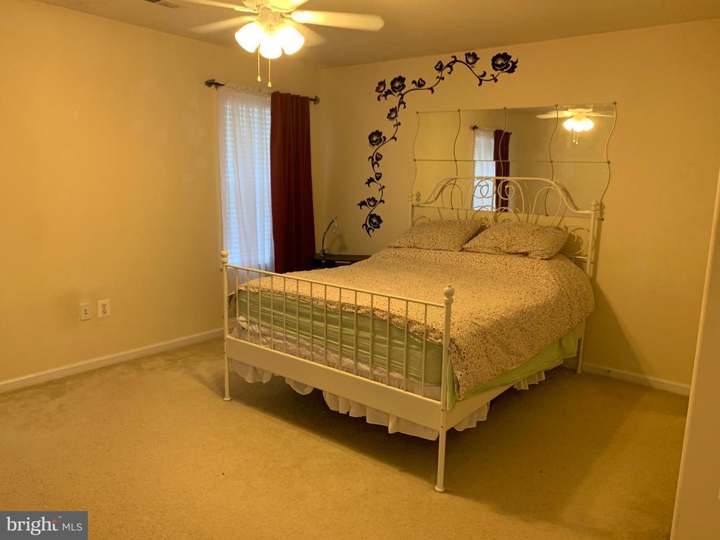 Bedroom - 8 CENTURY ST, STAFFORD