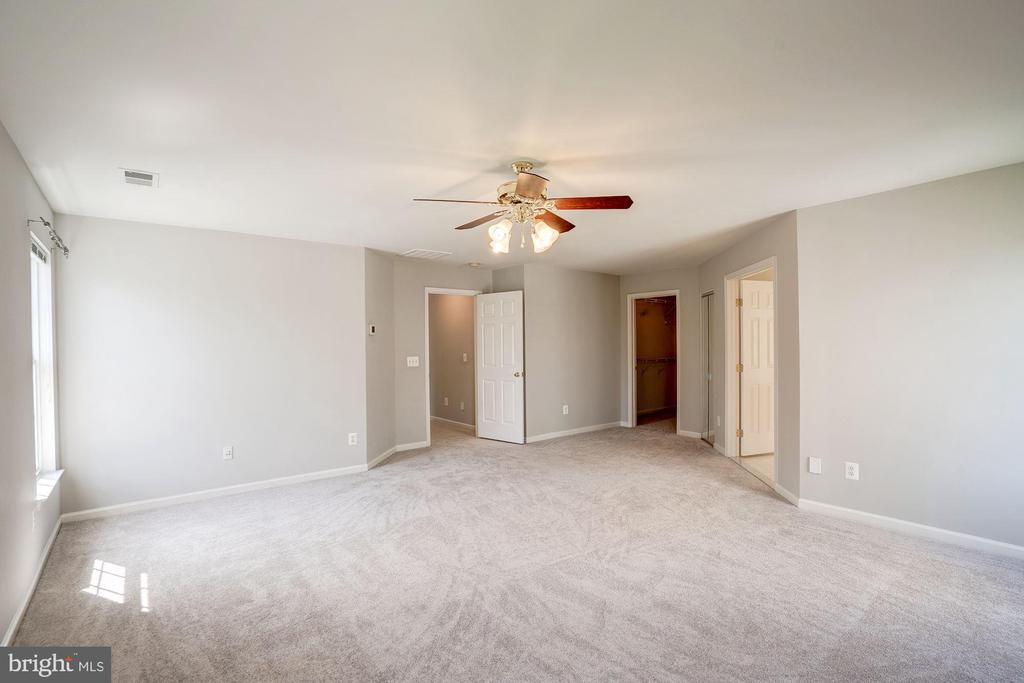 Huge master suite with two walk in closets - 5675 CLOUDS MILL DR, ALEXANDRIA