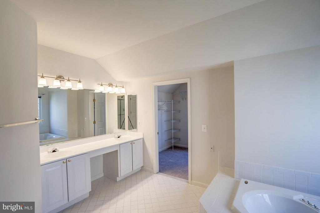 Dual sinks & tons of counter space in master bath - 5675 CLOUDS MILL DR, ALEXANDRIA