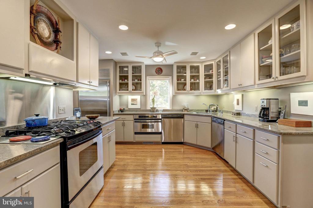 Gourmet Renovated Kitchen - 5119 BRADLEY BLVD, CHEVY CHASE