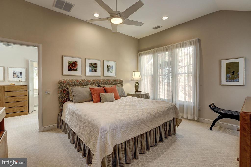 2nd Bedroom w/ en-suite Bathroom - 5119 BRADLEY BLVD, CHEVY CHASE