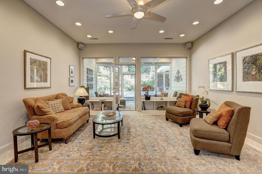 Luminous Great Room w/ access to Screened Porch - 5119 BRADLEY BLVD, CHEVY CHASE