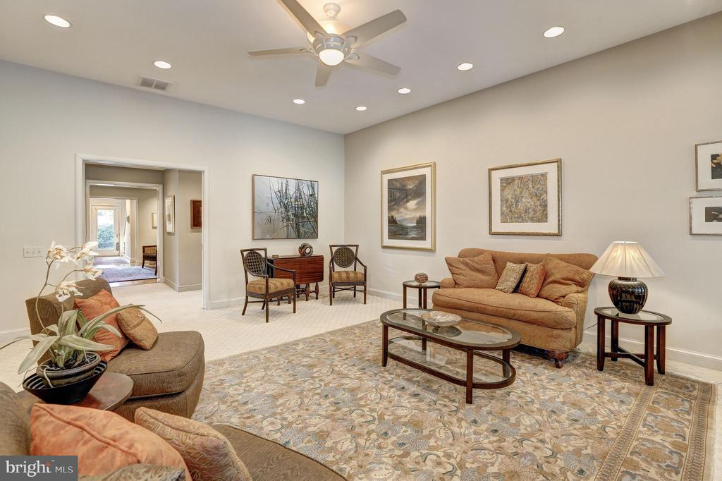 High ceilings - 5119 BRADLEY BLVD, CHEVY CHASE