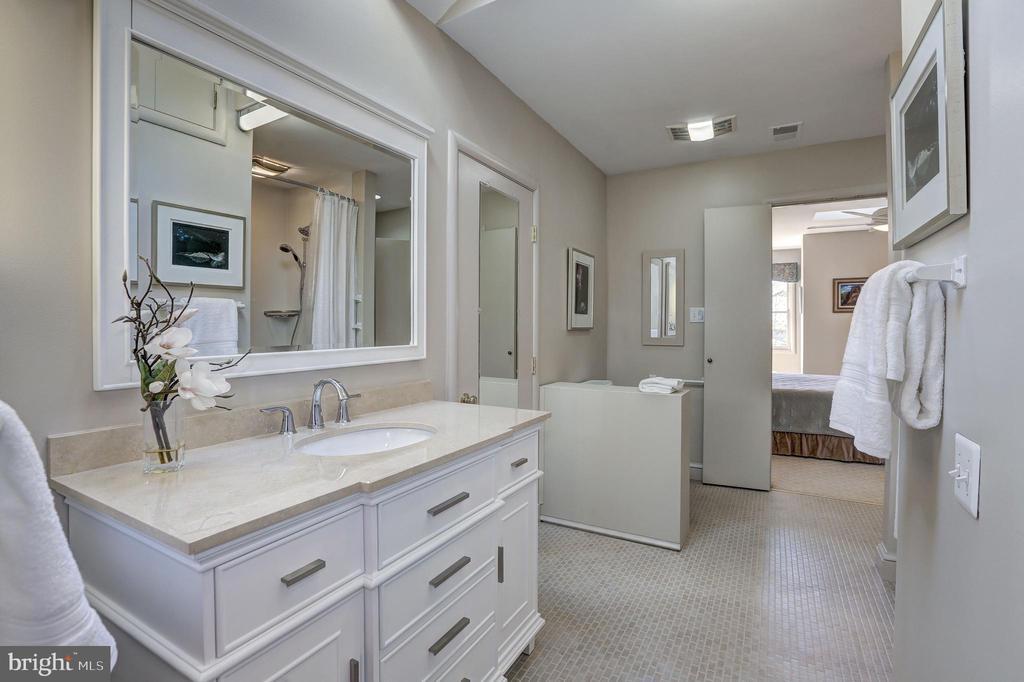 Beautiful Master Bath - 5119 BRADLEY BLVD, CHEVY CHASE