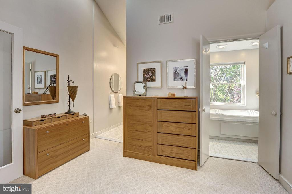 Dressing area off 2nd Bedroom - 5119 BRADLEY BLVD, CHEVY CHASE