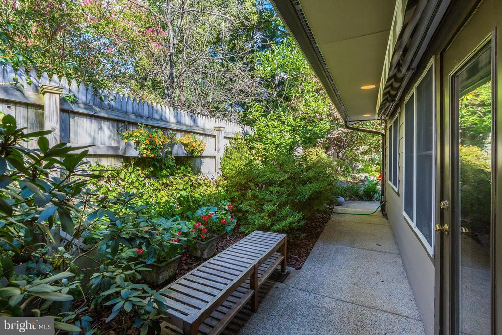 Tranquil outdoor spaces - 5119 BRADLEY BLVD, CHEVY CHASE