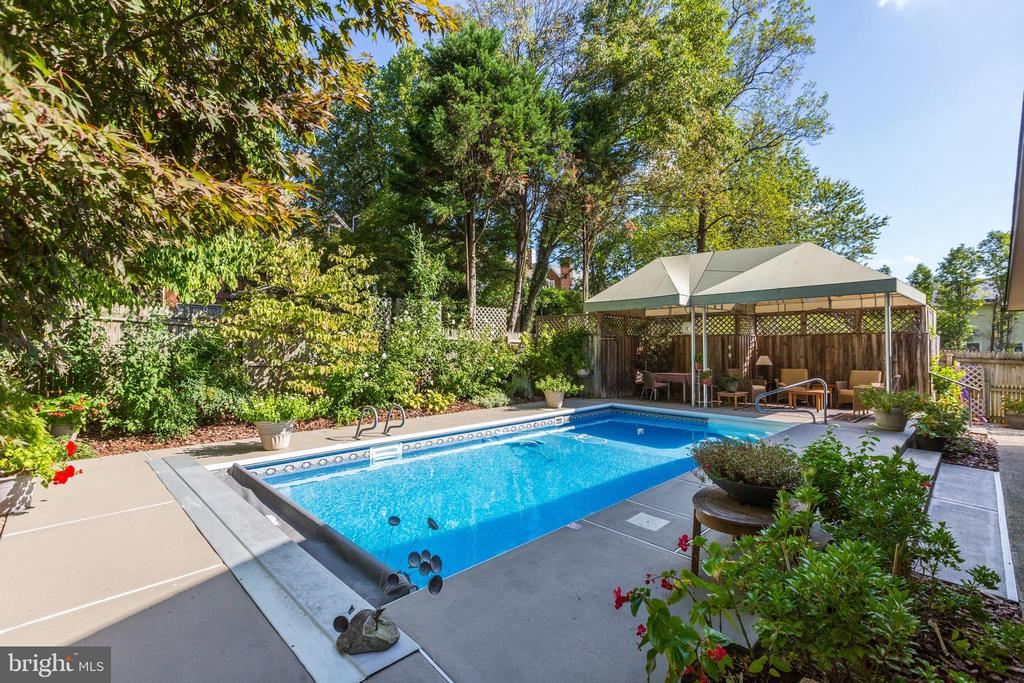 Perfect Summer Retreat! - 5119 BRADLEY BLVD, CHEVY CHASE