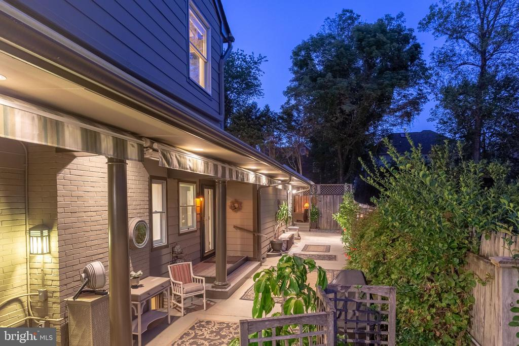 Extensive illuminating exterior lighting - 5119 BRADLEY BLVD, CHEVY CHASE
