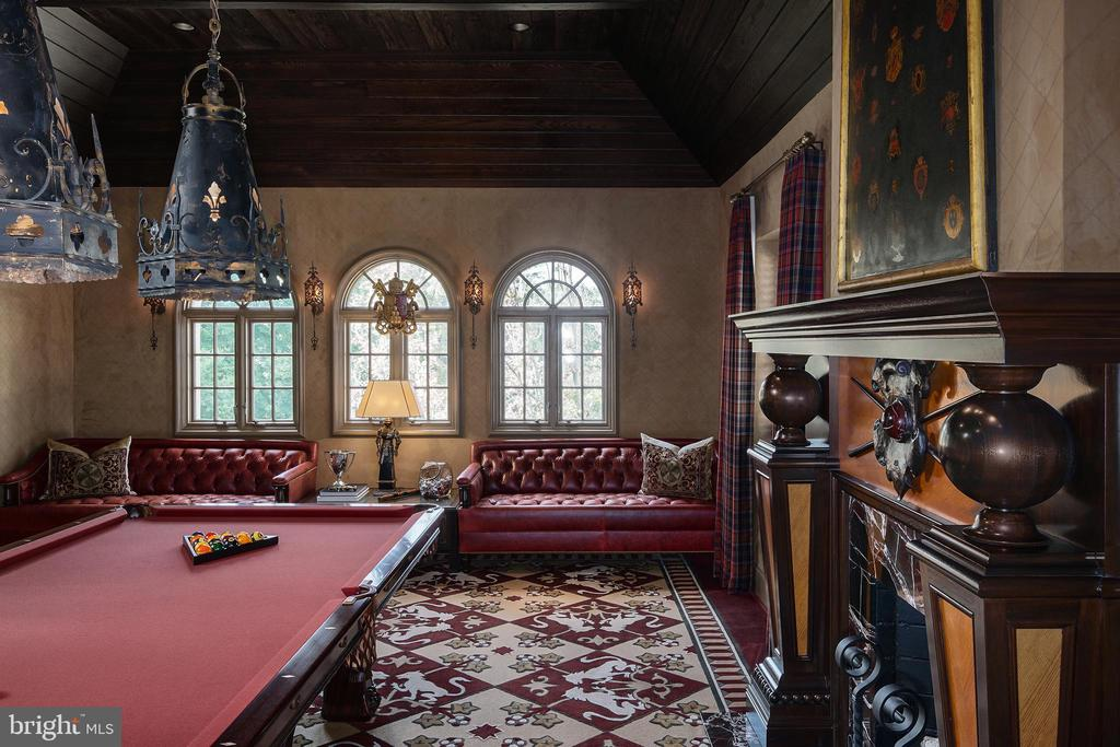 Exquisite fireplace details - 733 N SPRING MILL RD, VILLANOVA