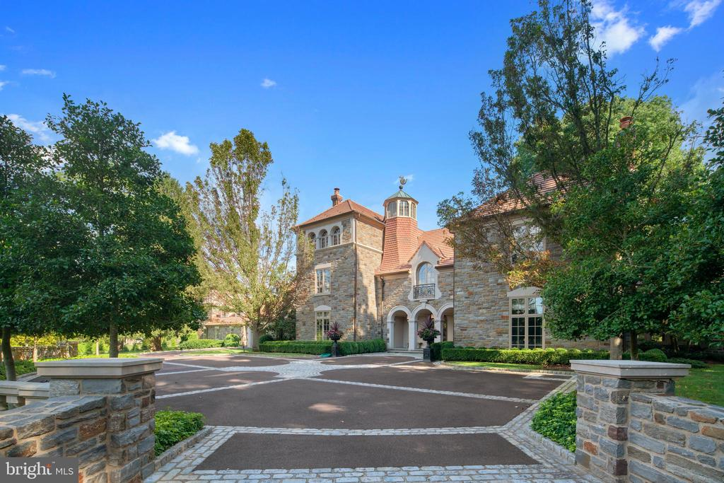 Exquisite exterior details and stonework - 733 N SPRING MILL RD, VILLANOVA