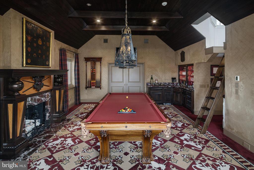A truly spectacular room with abundant details - 733 N SPRING MILL RD, VILLANOVA