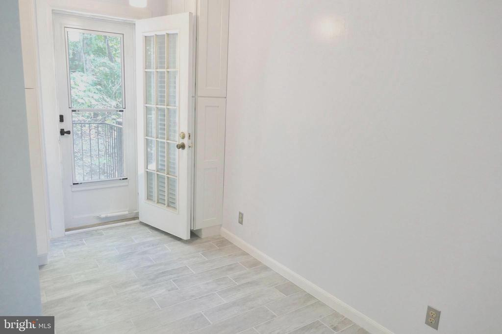 Dining area  adjacent to private balcony - 2629 S WALTER REED DR #C, ARLINGTON