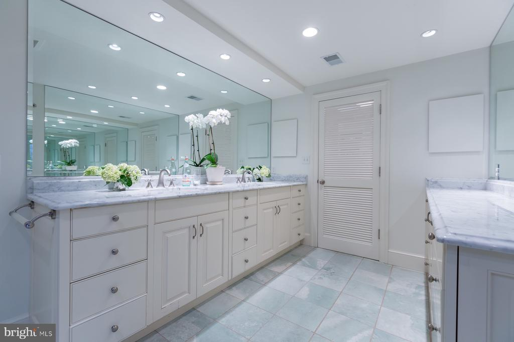 Master Bath - 2804-2806 Q ST NW, WASHINGTON