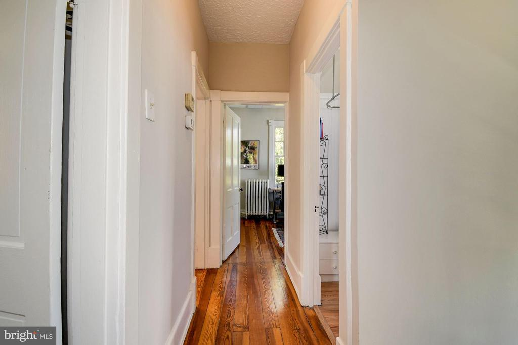 Hardwoods throughout main & 2nd level - 210 LAVERNE AVE, ALEXANDRIA