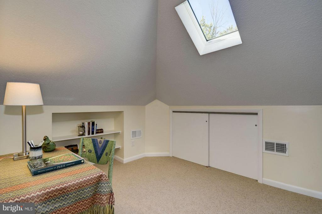 Top level fully finished attic room #2 - 210 LAVERNE AVE, ALEXANDRIA