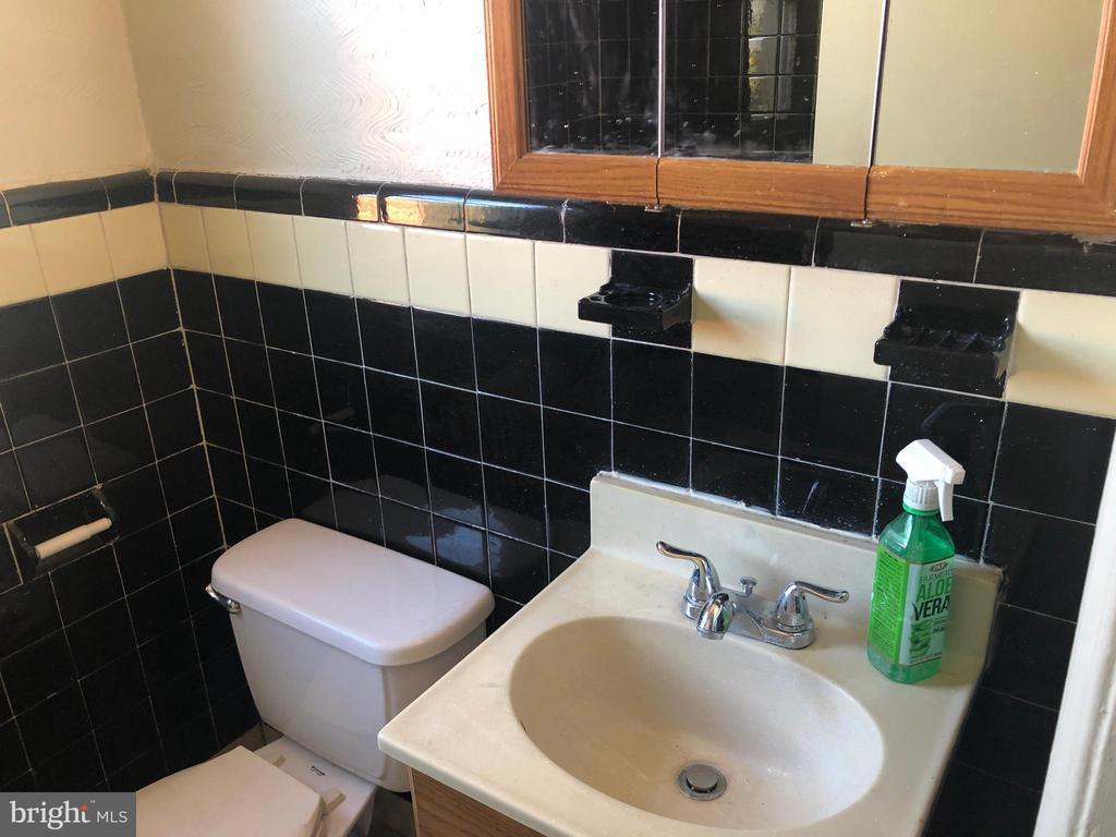 Bathroom #2 (second level) - 918 47TH ST NE, WASHINGTON