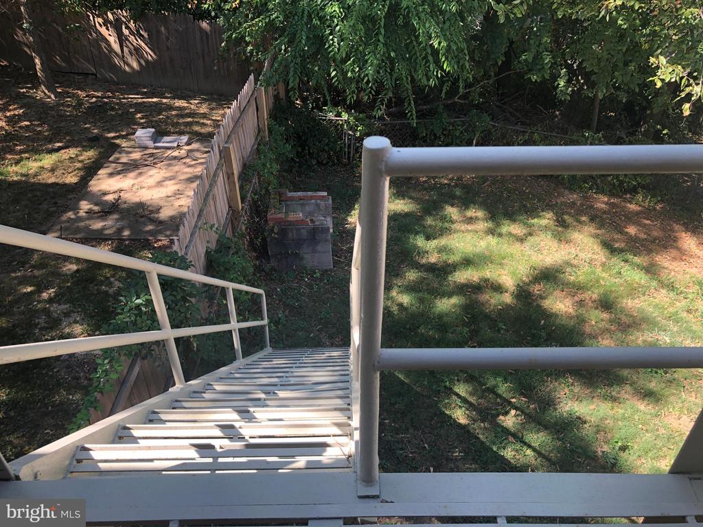 Backyard stairs - 918 47TH ST NE, WASHINGTON