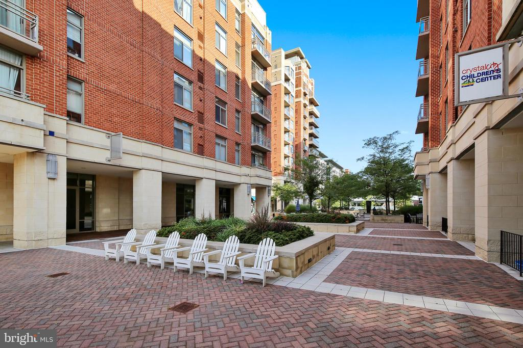 Another Common Space to Relax by the Fountain - 3600 S GLEBE RD #222W, ARLINGTON