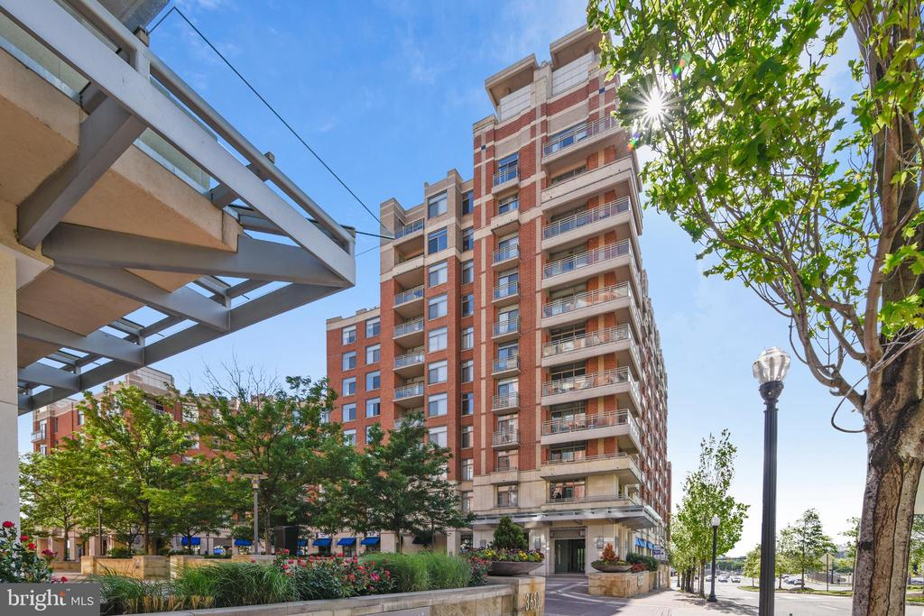 This Luxury Building has it all! Don't miss out! - 3600 S GLEBE RD #222W, ARLINGTON