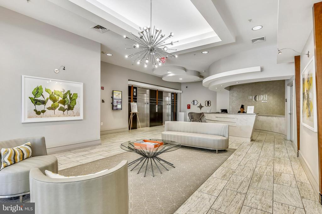 Lovely Lobby to meet friends before going out! - 3600 S GLEBE RD #222W, ARLINGTON