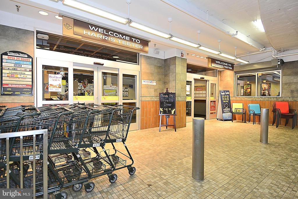 Buy for the week and use the Carts to go upstairs! - 3600 S GLEBE RD #222W, ARLINGTON