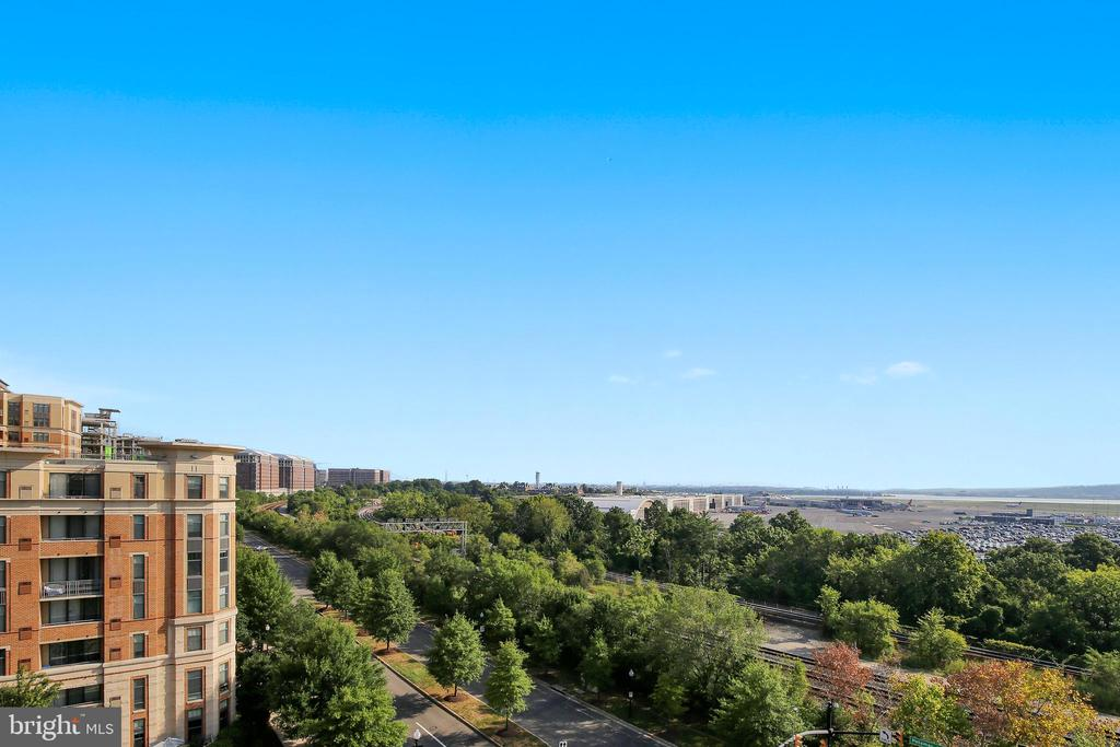 Like Watching the Planes Take Off and Land at DCA? - 3600 S GLEBE RD #222W, ARLINGTON