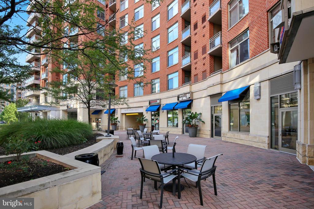 Courtyard has a Pizza Place too! - 3600 S GLEBE RD #222W, ARLINGTON