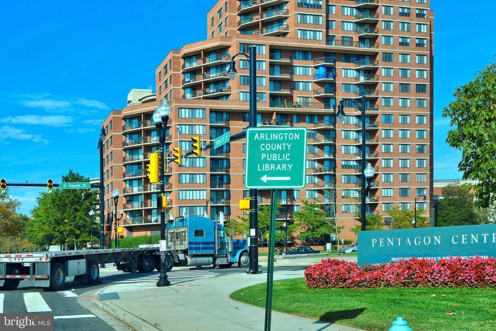 Rt 1 takes you North or South! - 3600 S GLEBE RD #222W, ARLINGTON