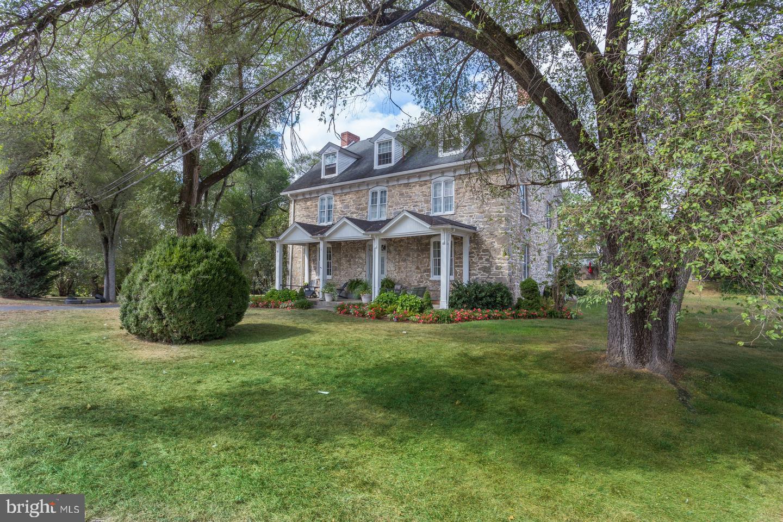 Single Family Homes para Venda às Bunker Hill, West Virginia 25413 Estados Unidos