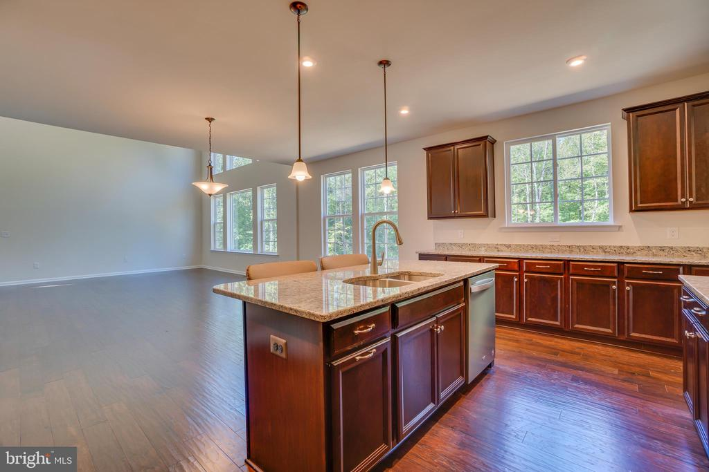 Perfect Layout for Entertaining! - 219 ROCK RAYMOND DR, STAFFORD