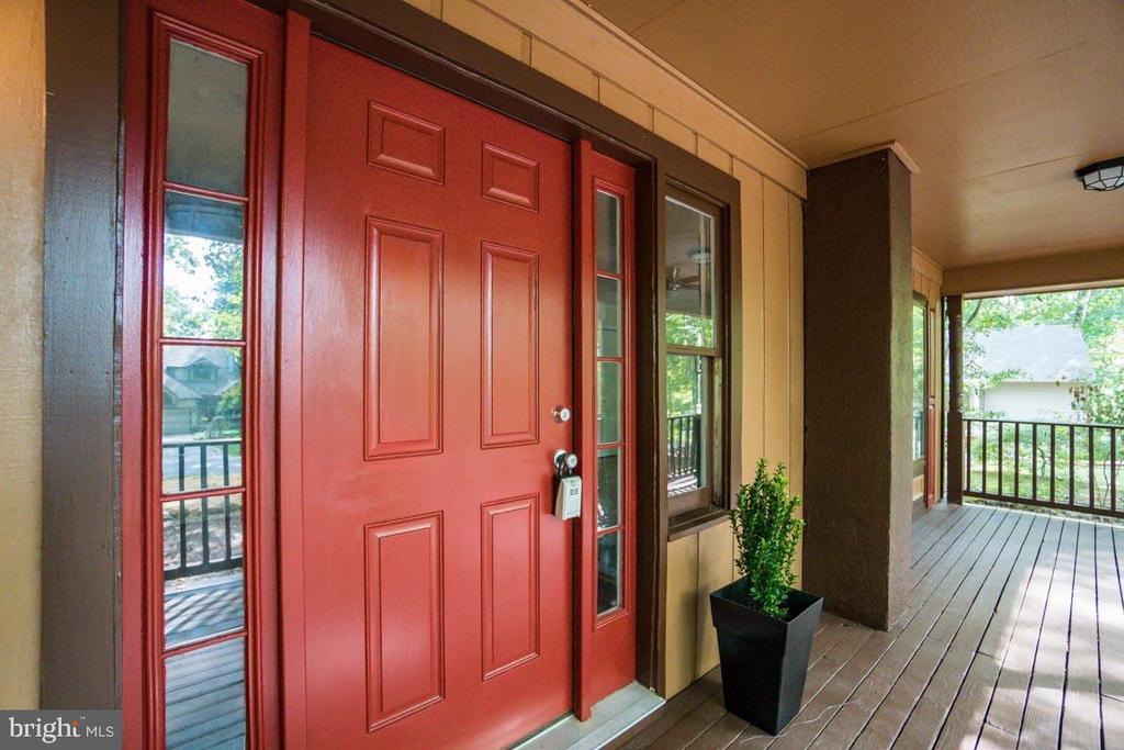 The new paint makes this porch pop - 145 HARRISON CIR, LOCUST GROVE