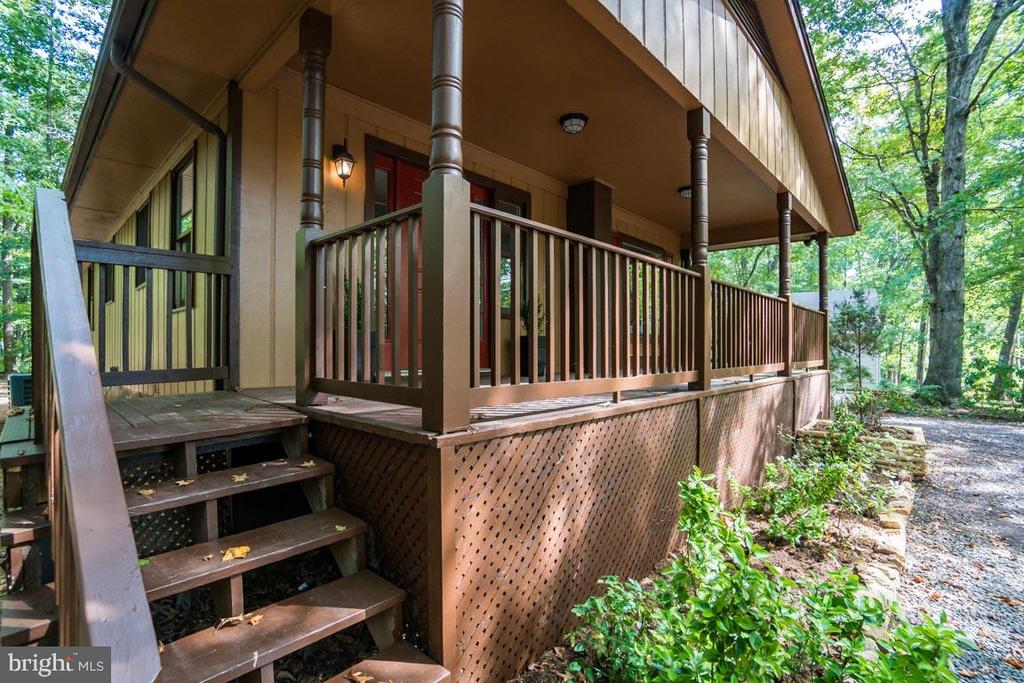 Fully extended front porch - 145 HARRISON CIR, LOCUST GROVE