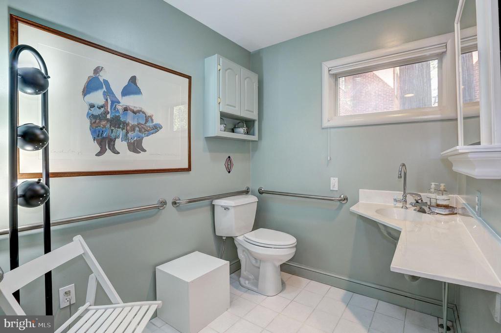 Full Bathroom - 5119 BRADLEY BLVD, CHEVY CHASE