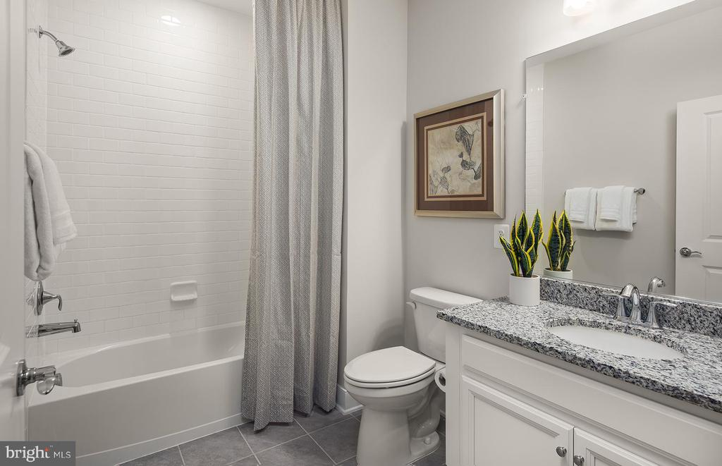 Seconday Bathroom - 210 DECOVERLY DR #10003, GAITHERSBURG