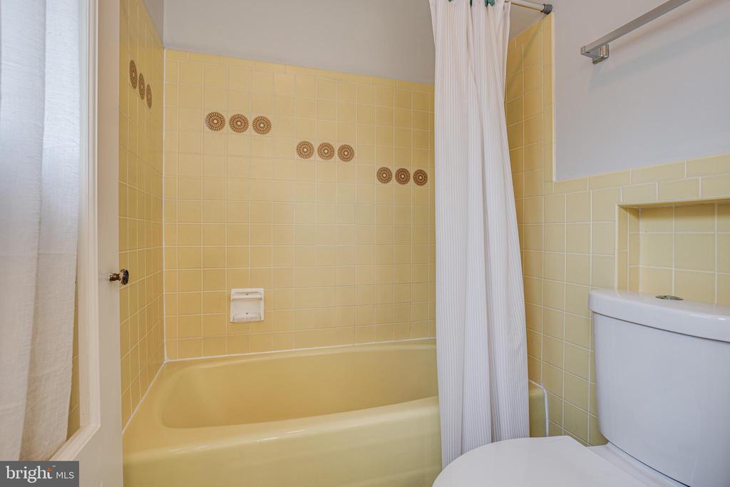 Master bath - 1106 LITTLEPAGE ST, FREDERICKSBURG