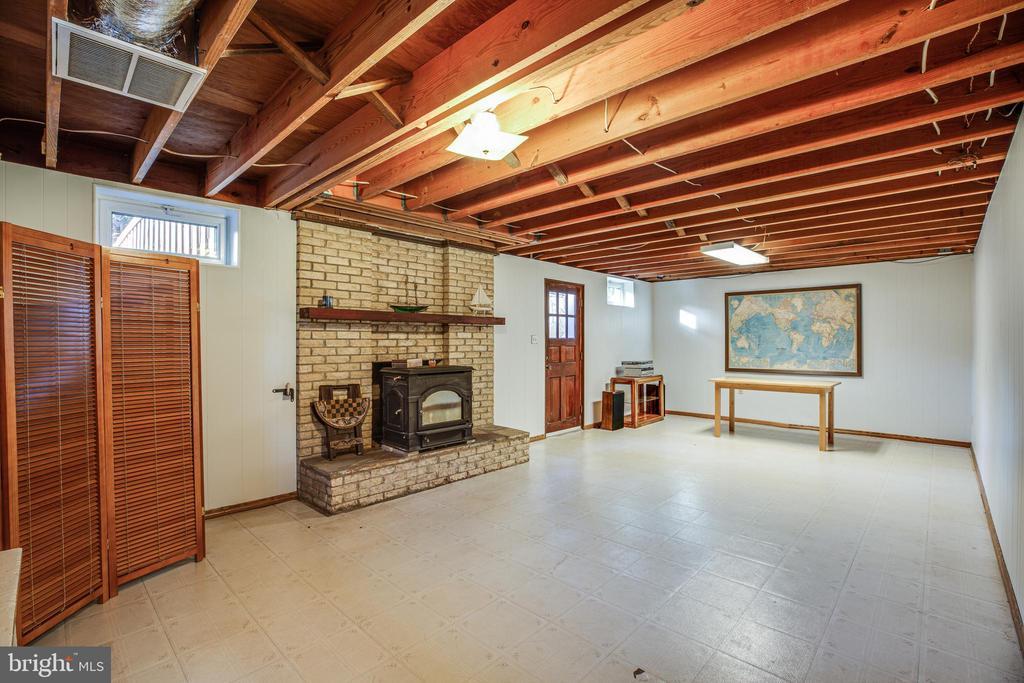Rec room in lower level - 1106 LITTLEPAGE ST, FREDERICKSBURG