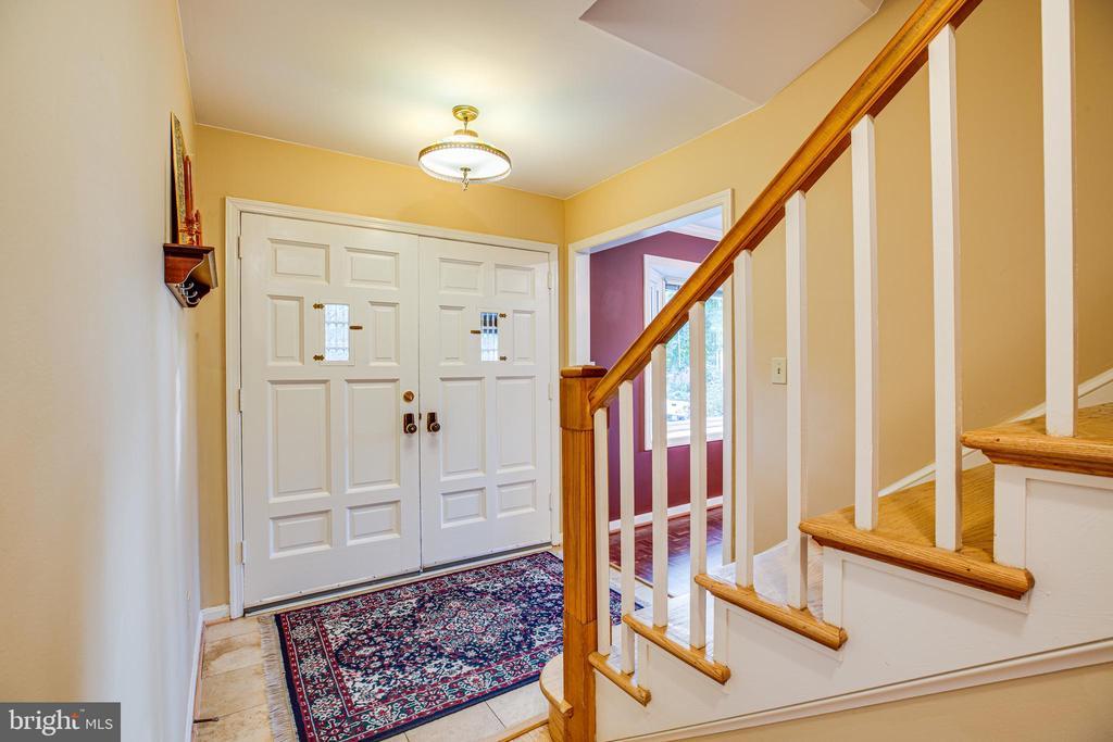 Attractive entry foyer - 1106 LITTLEPAGE ST, FREDERICKSBURG