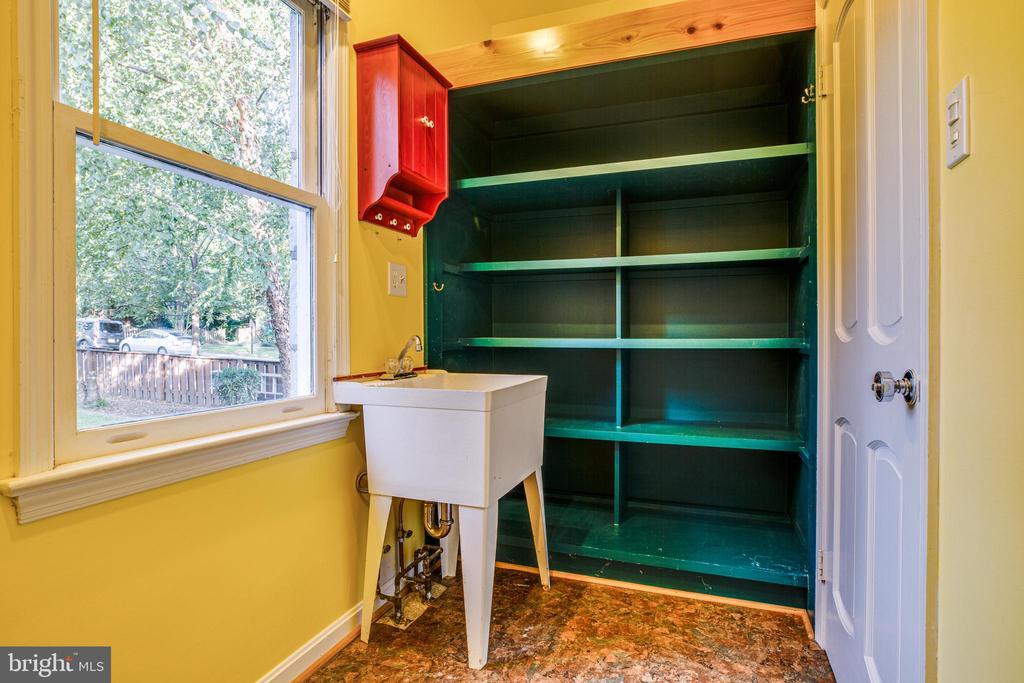 Main level laundry room w/tub & storage - 1106 LITTLEPAGE ST, FREDERICKSBURG