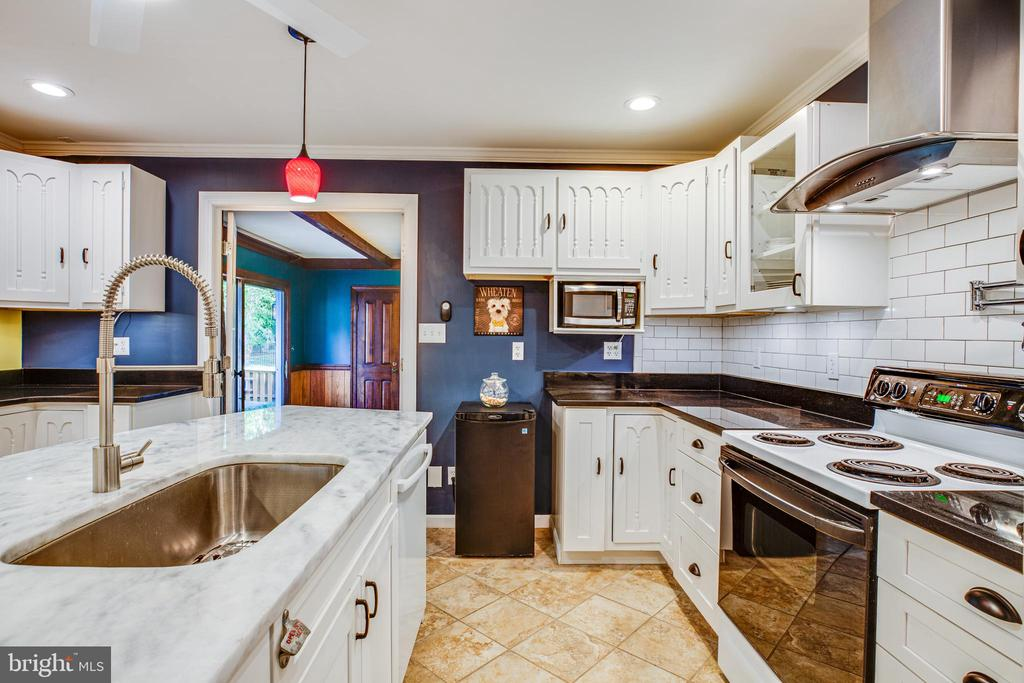 Updated Kitchen - 1106 LITTLEPAGE ST, FREDERICKSBURG