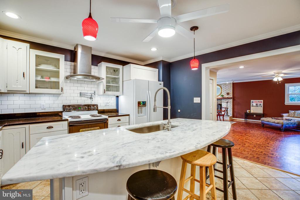 Kitchen with huge living room - 1106 LITTLEPAGE ST, FREDERICKSBURG