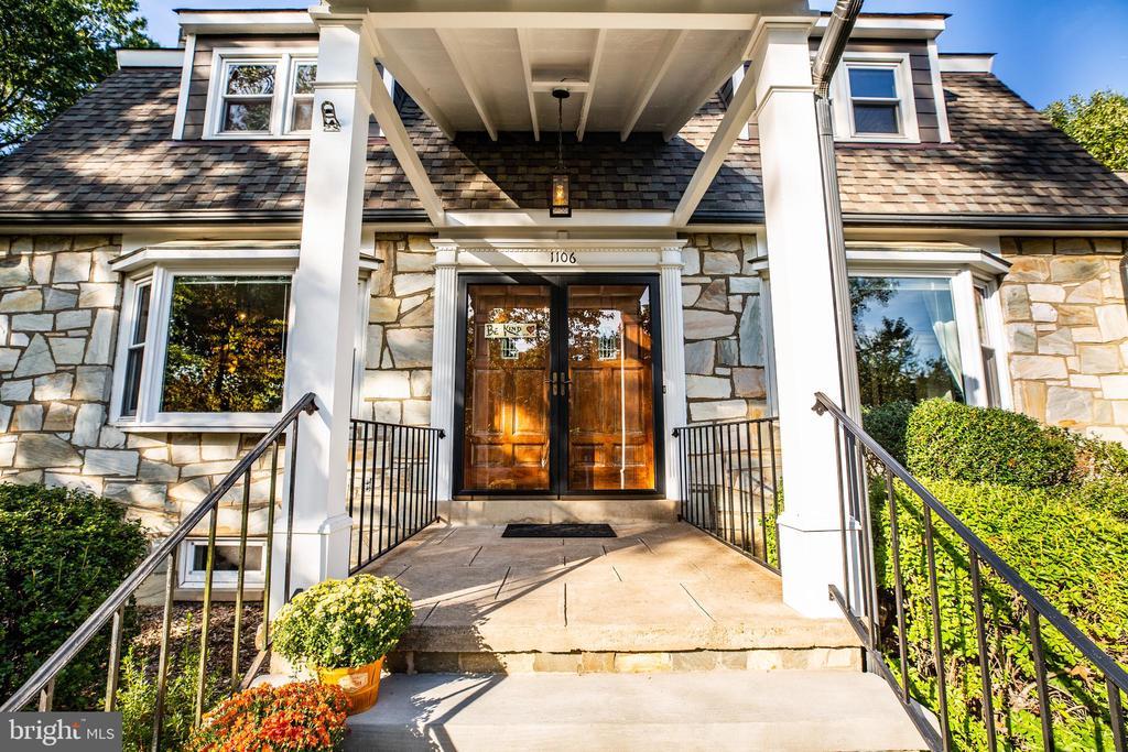 Fabulous front entrance doors - 1106 LITTLEPAGE ST, FREDERICKSBURG