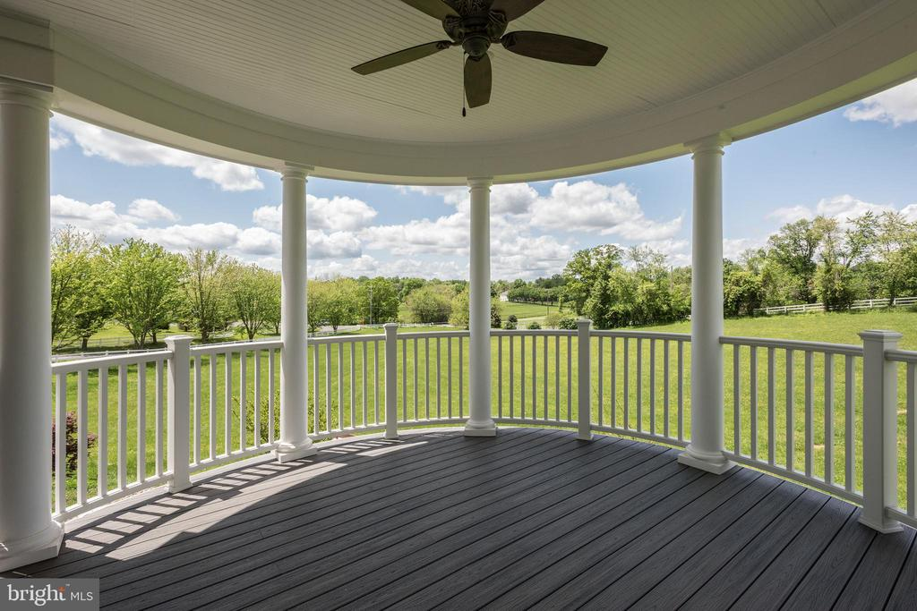 Front Porch Covered Entertaining Area - 15435 BARNESVILLE RD, BOYDS
