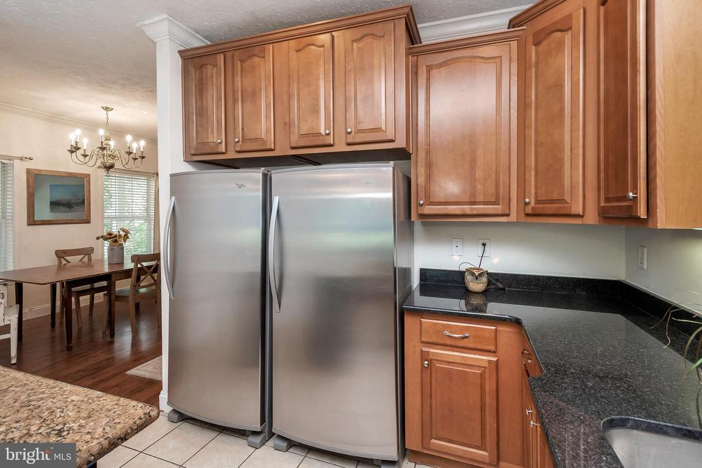 Full size freezer/full size refrigerator - 382 HOPE RD, STAFFORD