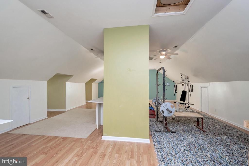 Huge loft with tons of space!! - 382 HOPE RD, STAFFORD
