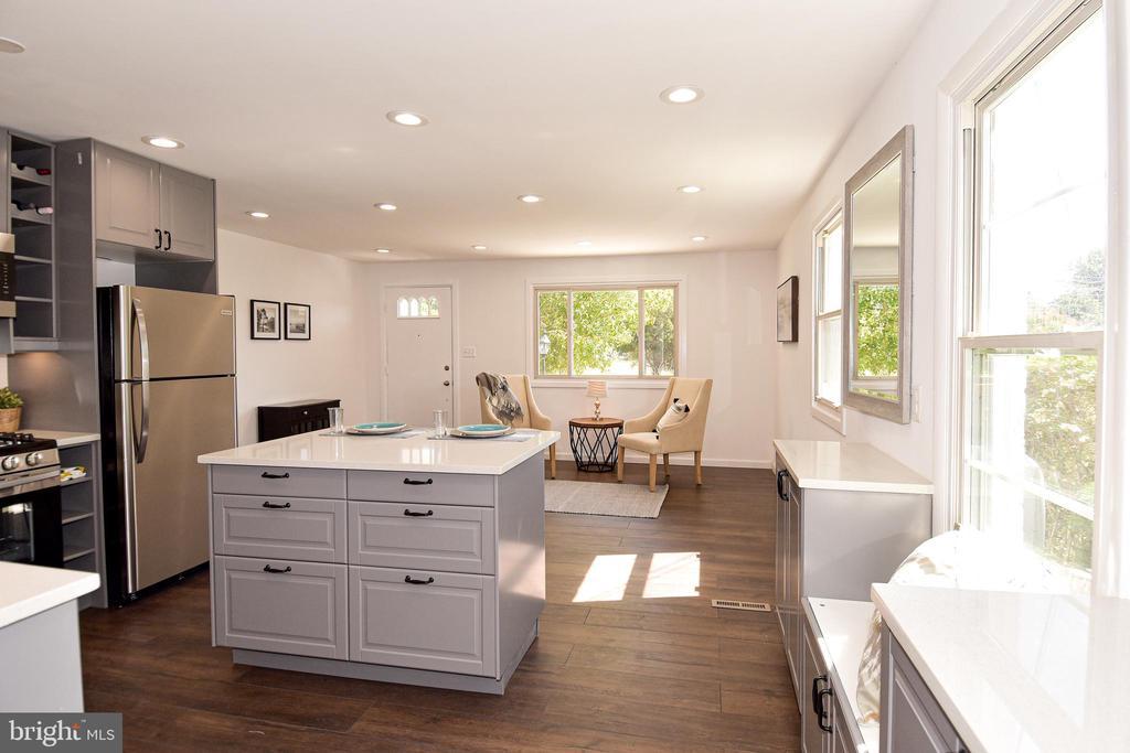 Gourmet kitchen. - 4814 WILBY CT, ALEXANDRIA