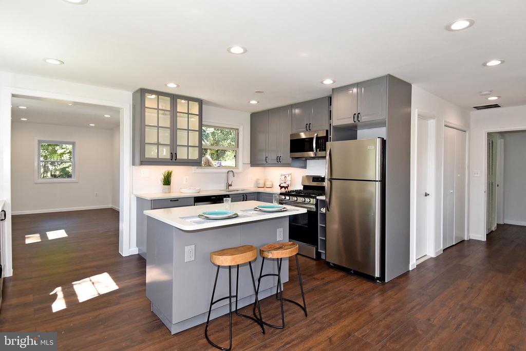 Open kitchen - 4814 WILBY CT, ALEXANDRIA