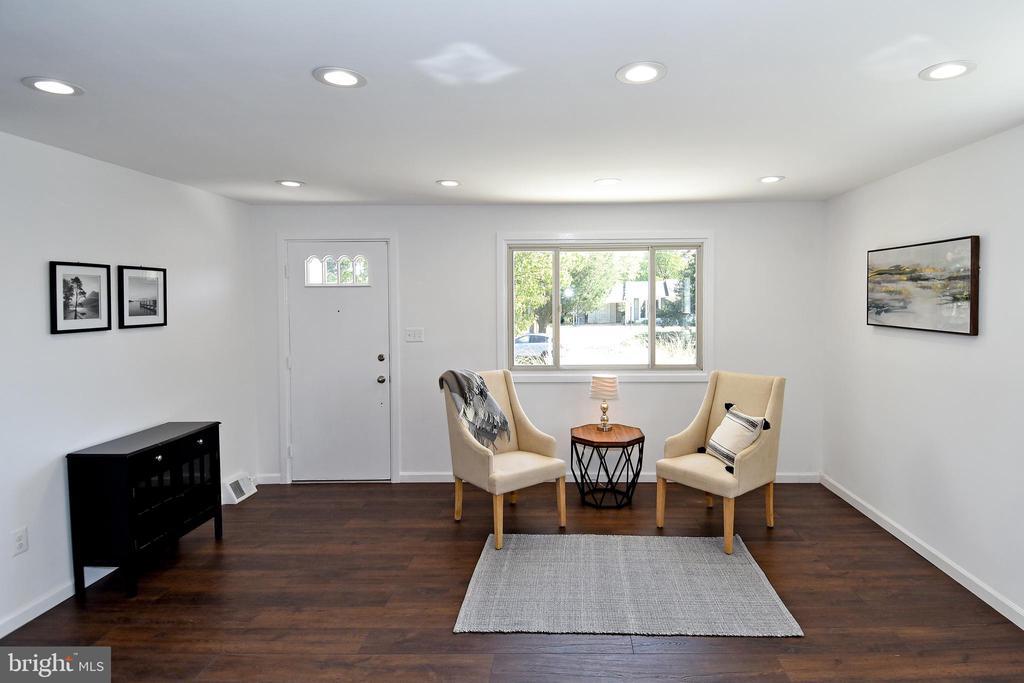 Living room. - 4814 WILBY CT, ALEXANDRIA