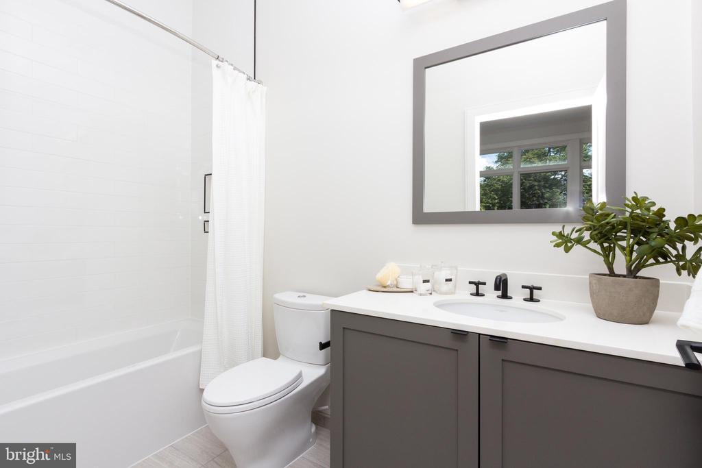 Ensuite Bath - 1327 D ST SE, WASHINGTON
