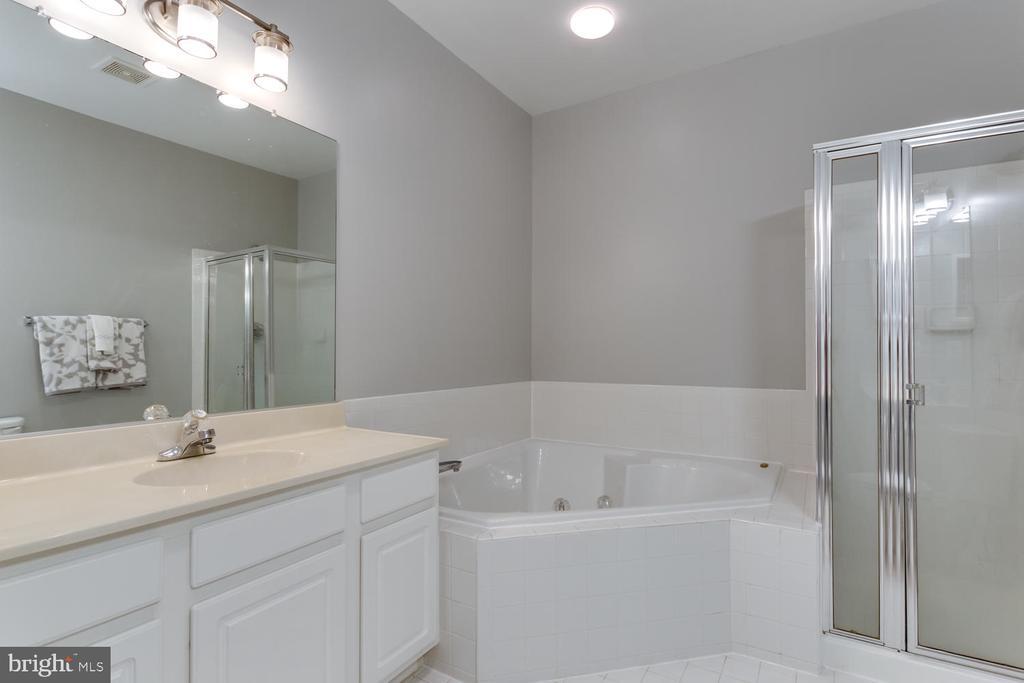 Luxurious soaking tub in the Master Bath - 5318 CHIEFTAIN CIR, ALEXANDRIA
