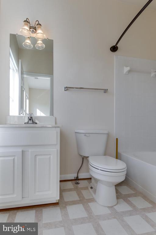 Second Bedroom ensuite bath - 5318 CHIEFTAIN CIR, ALEXANDRIA